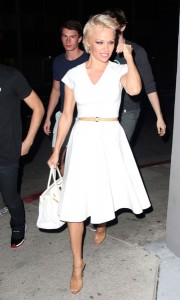 pamela-anderson-night-out-style-arriving-at-crossroads-restaurant-in-la-march-2014_1